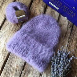 Вязаная шапка из итальянского мохера оттенка фиалки
