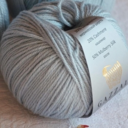Gazzal  Моточная пряжа Silk&Cashmere  материал  кашемир+шелк цвет голубой лед 465